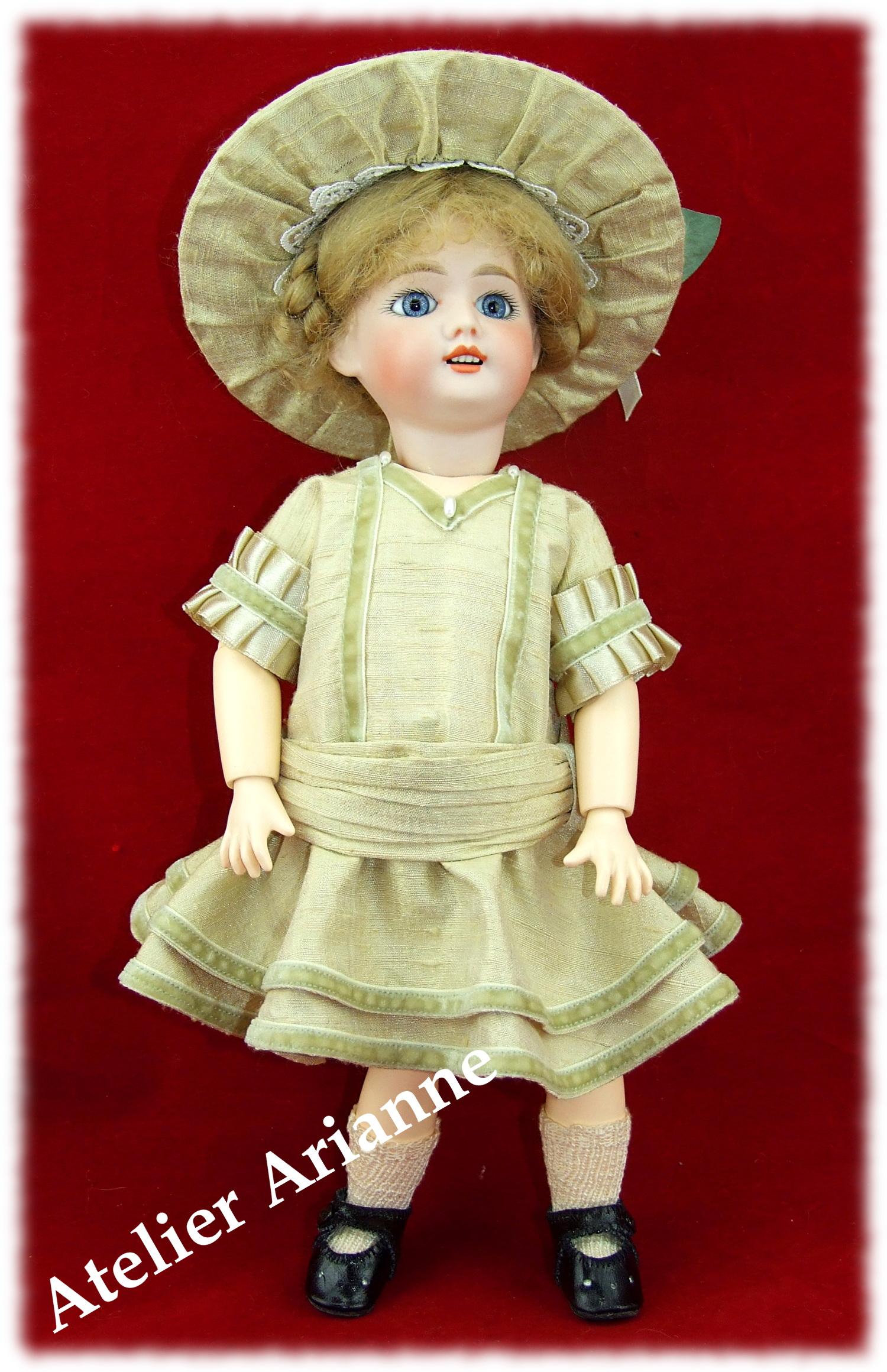 Reproduction Octobre 1915 , Robe Anglaise, tenue pour poupée Bleuette