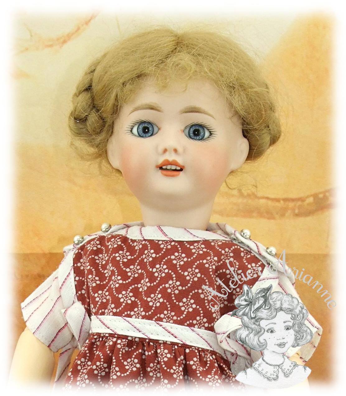 Reproduction de tenue pour poupée Bleuette – robe et tablier de février 1923