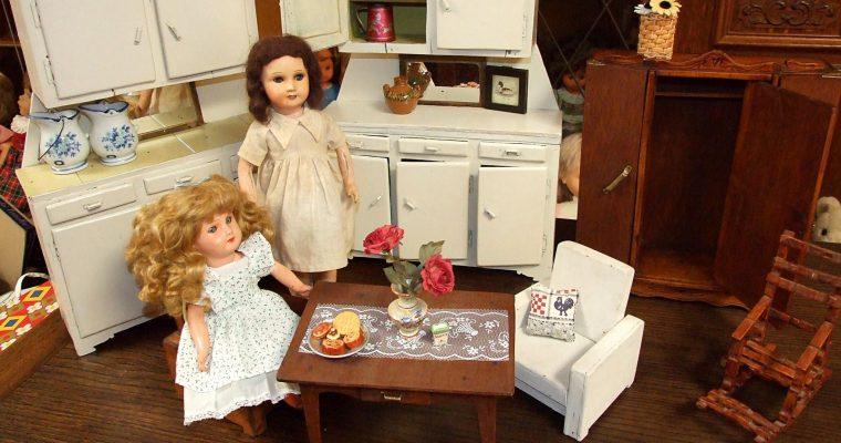 Deux poupées de marque SFBJ, moule 301 Paris