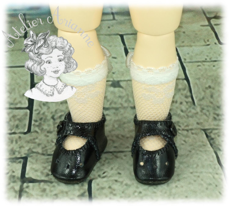 Chaussettes en fine dentelle pour poupée Bleuette