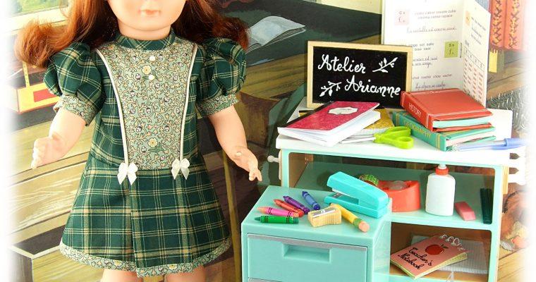 """Modèle exclusif -Tenue Janine de la série """"Les petites écolières"""", couleur vert"""