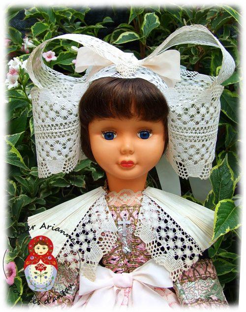 Clinique des poupées – lavage de la poupée et nettoyage de la tenue régionale bretonne